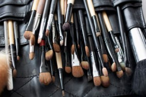 essential-makeup-brushes