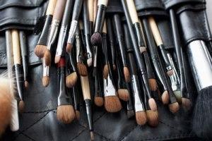 essential-makeup-brushes